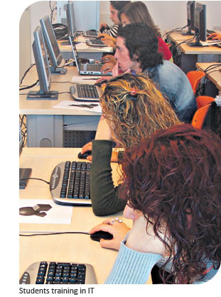 Students training in IT